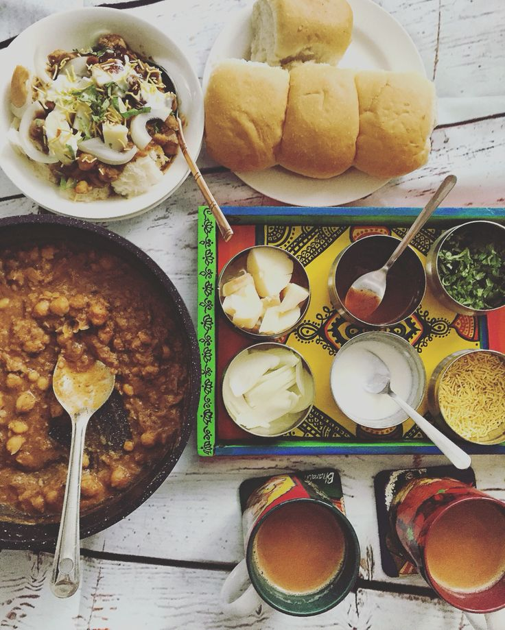 Chola Bread a street speciality found on the streets of Ulhasnagar. Chick pea curry mixed with the softest bread topped up with onions, boiled potatoes, curd, tamarind chutney and sev. A delicious concoction that melts in your mouth.