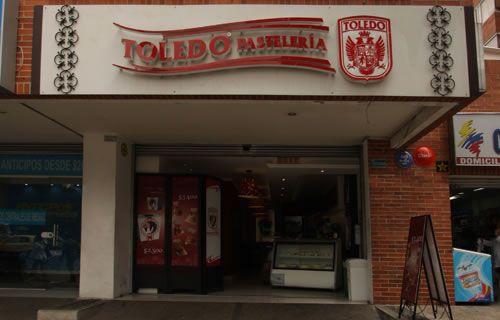 Chapinero - CLL 72 | Pastelerías Bogotá | La Toledo Pastelería Horario de atención: Lunes a Viernes 7:30 am-8:00 pm  Sábado 7:30 am-5:00 pm  NO ABRE DOMINGOS NI LUNES FESTIVOS Dirección: Cra 12 # 71 - 99, Local 1 Teléfono: 57(1) 322 0432 Parqueadero: No