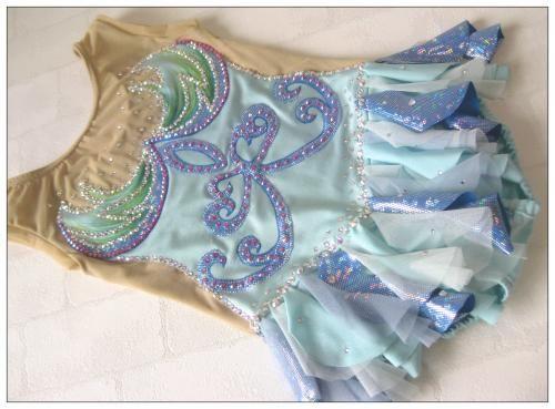 ハンドメイドショップ*chou chou*です。 ガーリーテイストなハンドメイドお洋服。手作りで、子供たちのお気に入りの1枚になるようチク