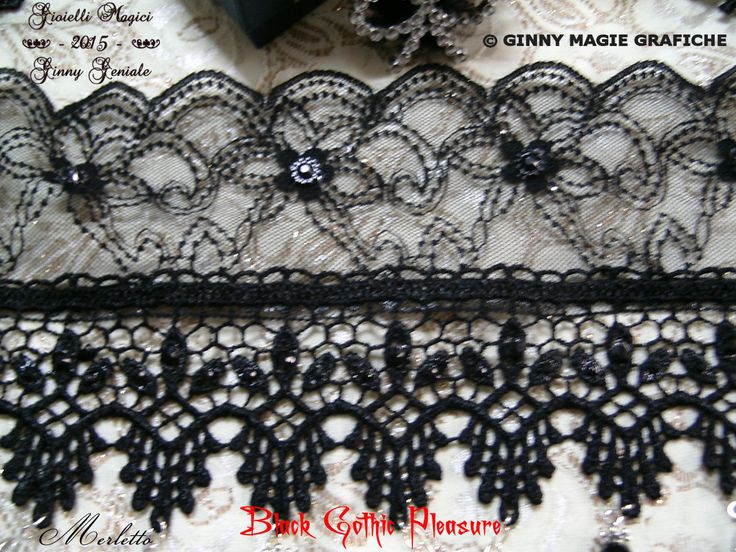 "Choker part of the very chic full set of bijoux and lace named: ""Black Gothic Pleasure"" handmade by Ginny Geniale, in nichel free metal, silver colour, black stones, cameo and rhinestones. Zoom on the lace. Collarino che fa parte della Parure di bijoux e merletto elegantissima intitolata: ""Black Gothic Pleasure"" realizzata a mano da Ginny Geniale, in metallo anallergico color argento senza nichel, con pietre nere, cameo e strass. Zoom su pizzo e macramè."