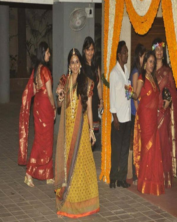 VIDYA'S BENGALI LOVE!!!  Vidya looks stunning in Sabyasachi sari drapped in Bengali style with floral jewellery