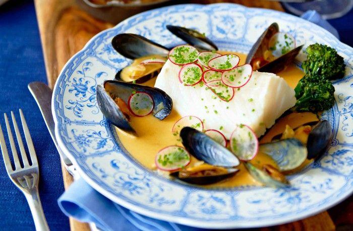 Torskrygg med musselsås, sparrisbroccoli och saltrostad potatis