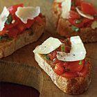 Bruschetta met tomaten, basilicum en Parmezaanse kaas