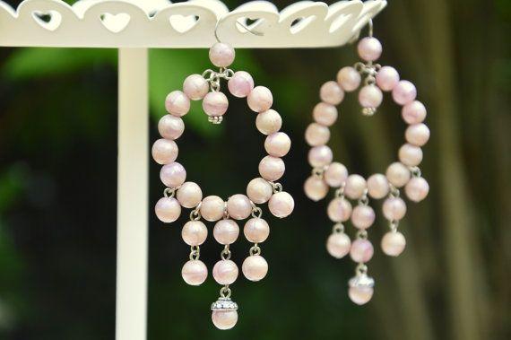 Orecchini a cerchio e pendenti di perle di resina di EtVoilaBijoux