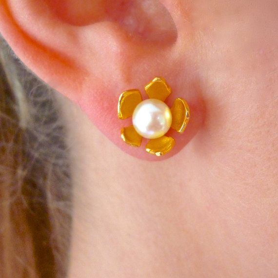 Hey, I found this really awesome Etsy listing at https://www.etsy.com/listing/270835448/flower-pearl-earrings-flower-studs-pearl