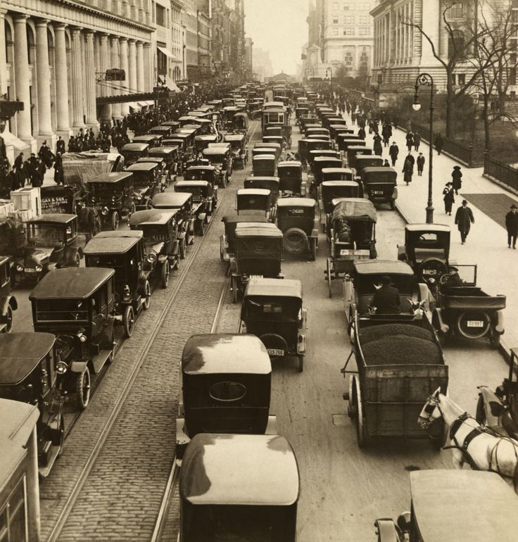 Congested traffic on 42nd Street, New York City, 1918 - [[MORE]] namraka: Image from the November 1918 issue of National Geographic.