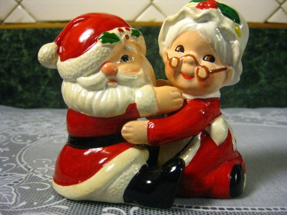 Vintage Salt & Pepper Shakers Santa and by SallysVintageKitchen, $28.00
