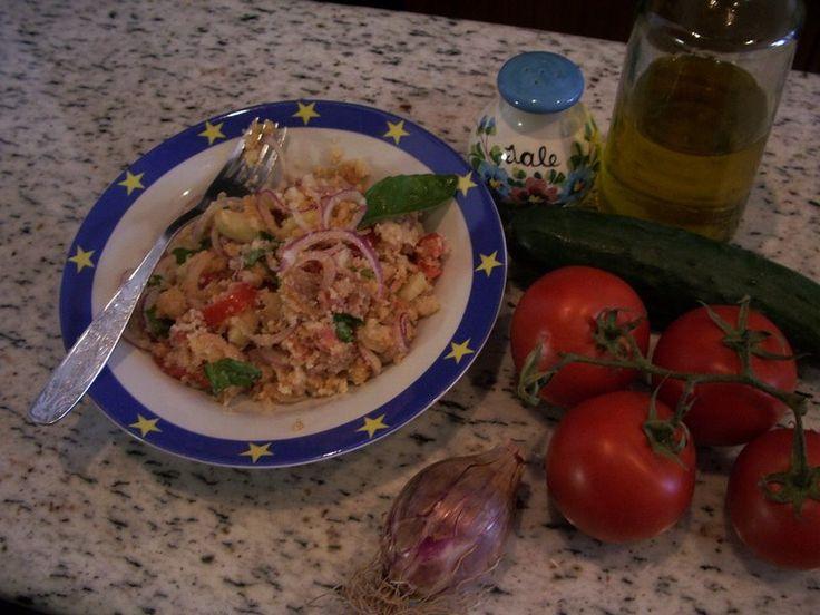 """Vi piace la """"panzanella"""" ? Ecco la ricetta...in dialetto viterbese. Photo Wikipedia http://www.tusciainrete.it/_blog/Il_blog_della_Tuscia/post/la-panzanella/ #StoriediCucinainTuscia #Expo2015"""