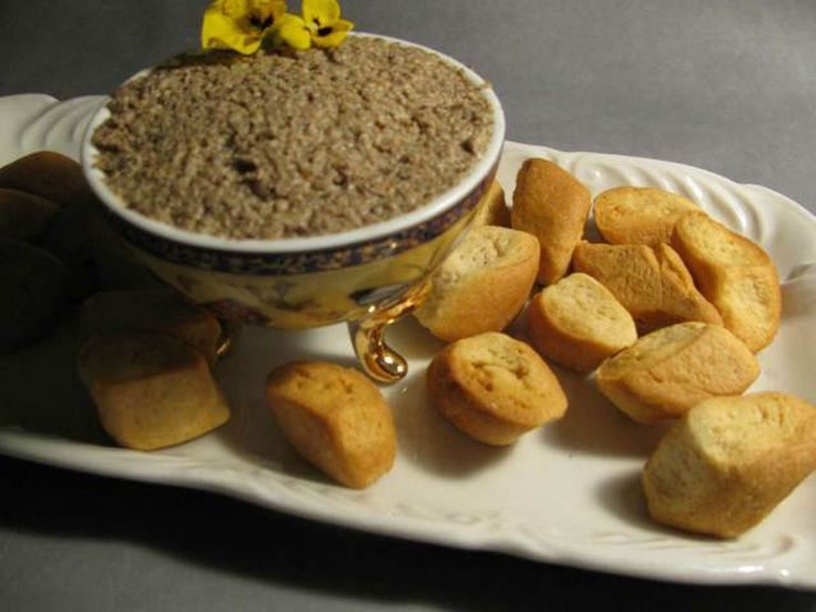 Mantar pate çok pratik ve lezzetli bir tariftir.