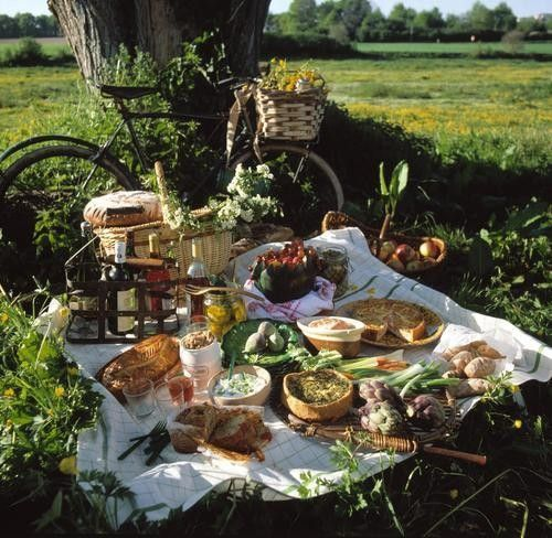 How to throw a Frenchier French Picnic.