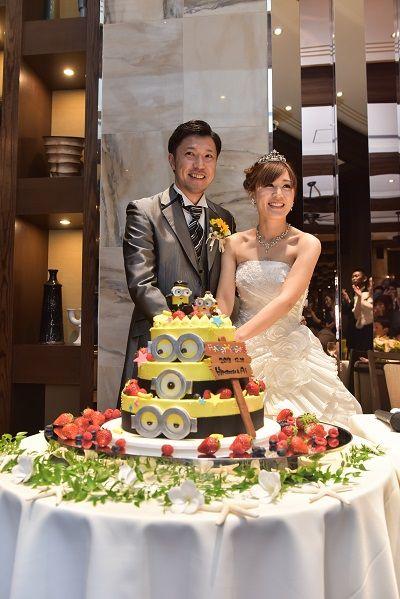 ウェディングドレス ケーキカット