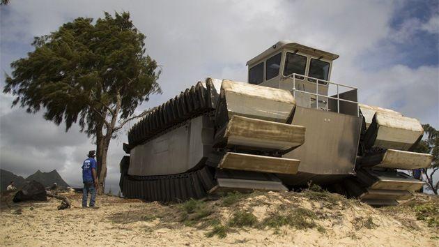 DivaDeaWeag | La US Marine Corps testare un mostruoso assalto veicolo anfibio.Si sta testando un enorme veicolo sbarco anfibio per il trasporto e lo sbarco di truppe a spese non aggiornati.Sarà in grado di trasportare più sebatori a bordo.-
