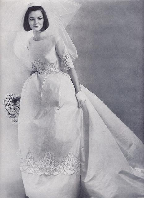 свадебные платья от 2000 рублей облегающий силуэт