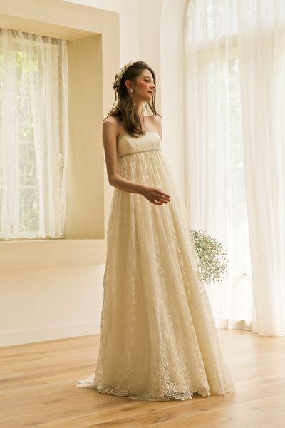 アーネラ クロージング(Anela Clothing) 繊細なフランスレースの素材感を生かしたスタイリッシュなエンパイア