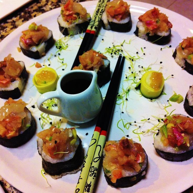 Maki rolls de ceviche de sardinha, salmonete e camarão