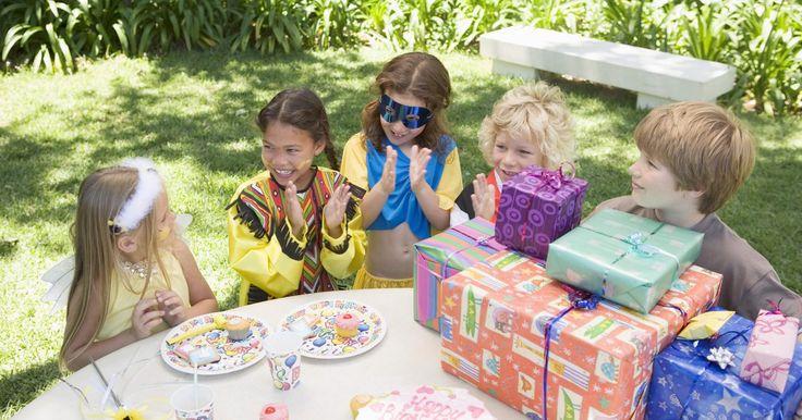 Cómo empezar un negocio de inflables para fiestas infantiles. Las fiestas de cumpleaños para niños han recorrido un largo camino desde las pequeñas barbacoas del patio trasero de antes. Hoy en día, las fiestas de cumpleaños suelen incluir temáticas enteras, tortas de cumpleaños excesivas, decoraciones elaboradas, entretenimiento en vivo, numerosos juegos y actividades. Una de las más populares para los ...