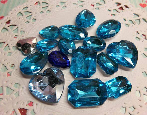 Diamantes de acrílico color celeste y azul