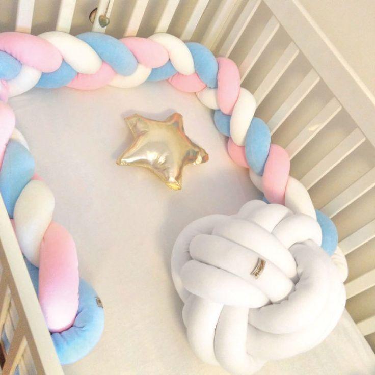 Que tal dar um toque bem autêntico e #moderninho no bercinho do seu bebê? O protetor de berço da @oh.lavie desembarcou no nosso shopping virtual com muito estilo e personalidade!http://bit.ly/2ijOKPh