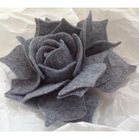Fustella in legno compatibile con Big Shot, taglia carta, cartoncino, tessuto, feltro, gomma crepla, pelle... I fiori misurano cm 10.5x10.5, 9x9