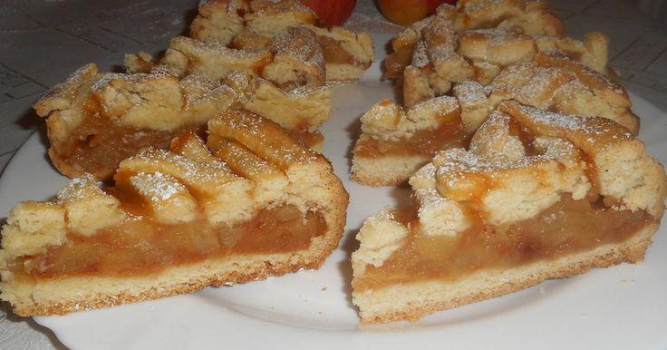 Mennyei Mézes-fahéjas almatorta recept! Nagyon finom, omlós, szaftos és üdítően savanykás, ajánlom nagyon az oldal látogatóinak.