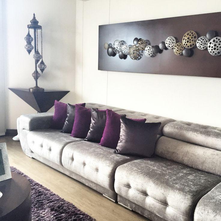 Design by: Elizabeth Arévalo Diseño & Decoración. #sala #decoración #diseño #estilo #blanco #funcional #elizabetharevalo #design #interiordesign #interior #custom #homedecor #picoftheday #freshpaint #wallart #shabbychic #newhome  #homesweethome #decorator @elizabeth.design