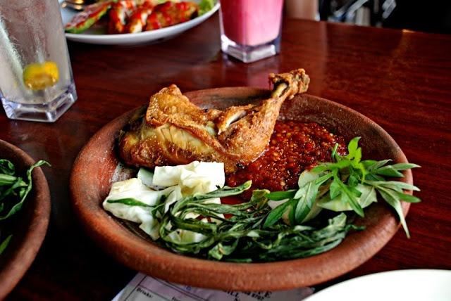 Ayam Penyet Recipe (Indonesian Smashed Fried Chicken) ~ Singapore Food | Recipes