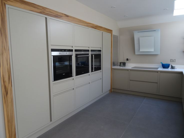 Siemens electrical appliances and white Elica cooker hood.
