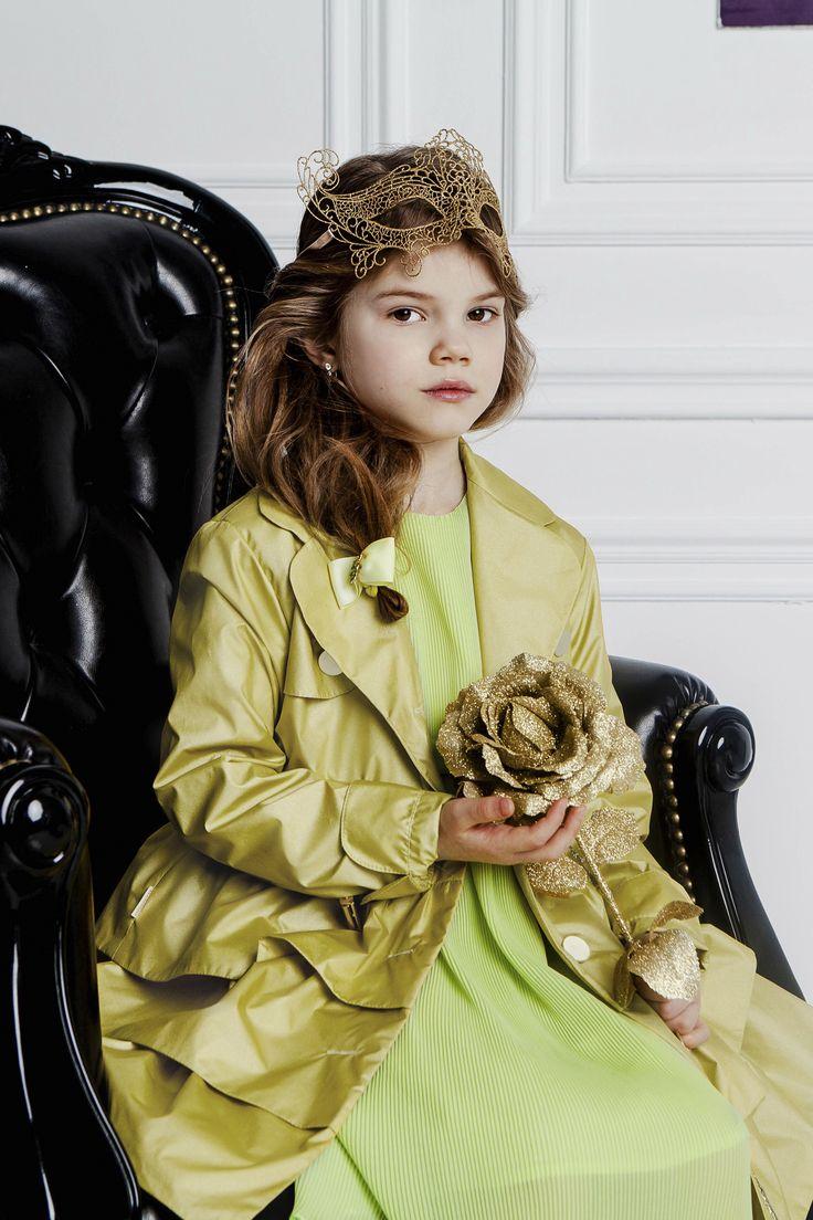 """Эффектный плащ с воланами из коллекции """"Венеция"""" порадует любую маленькую модницу! 5808 руб."""
