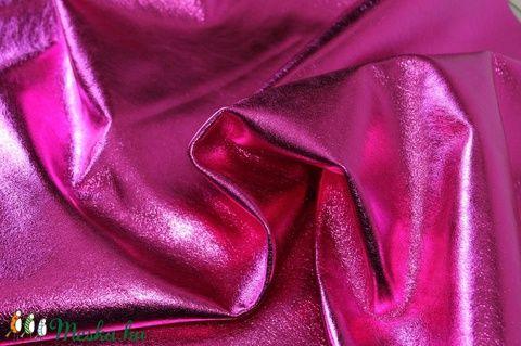 Metál hot pink fukszia  báránybőr , Gyöngy, ékszerkellék, Egyéb alkatrész, A bőrök olaszországból származnak.  Fantasztikusan szépek,könnyen varrhatók kézzel . /Kipró..., Alkotók boltja  #muttery #vicusdesign #báránybőr #pink #fukszia #metálbőr #vajpuhabőr