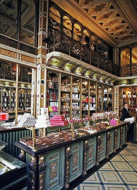 104 best chocolate boutique decor images on pinterest for Boutique decoration paris