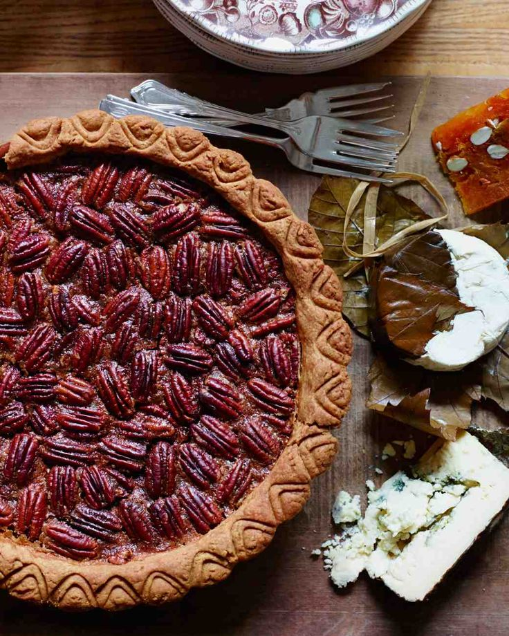 Thanksgiving Entertaining: Maple Pecan Pie Recipe