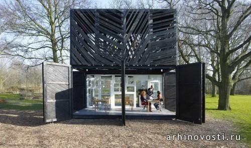 Архитектурные компании bureau SLA и Overtreders W реализовали занимательный проект в Амстердаме, Нидерланды. В результате их совместной работы в городе появилось уникальное небольшое кафе Noorderparkbar. Все материалы для его строительства ранее где-то использовались и были куплены у около 100...