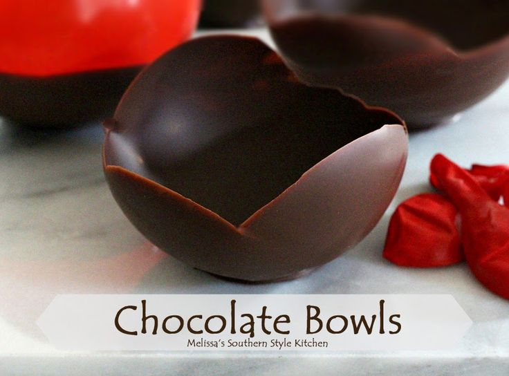 Chocolate Bowls - Tutorial Have you ever been to a restaurant and admired the dessert display? Fill these bowls with berries and cream, chocolate mousse or ice cream.