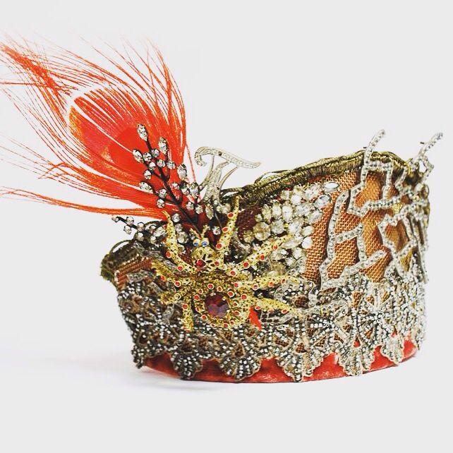 Кокошник Фрагмент старинного кружева, расшитое металическим бисером, фрагменты украшений 1900-1960 годов, золоченая тесьма, филигрань, латунная сетка, бархат, горный хрусталь, фианиты. Pavlenkojewellery