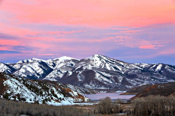 Few ski resort areas in the world can boast access to thousands of skiable acres within an hour of stepping off an airplane. How to get your snow on at Utah ski resorts.