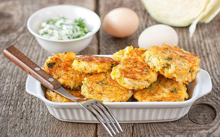 Arzu ettiğiniz yeşillik, patates, havuç hatta kereviz gibi sebzeleri de ekleyerek hazırlayabileceğiniz sağlıklı mı sağlıklı bir atıştırmalık tarifimiz var.
