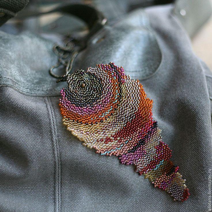 Купить Бисерный кулон в виде стилизованного осеннего листа - коричневый, кулон, бисер, капля, осень
