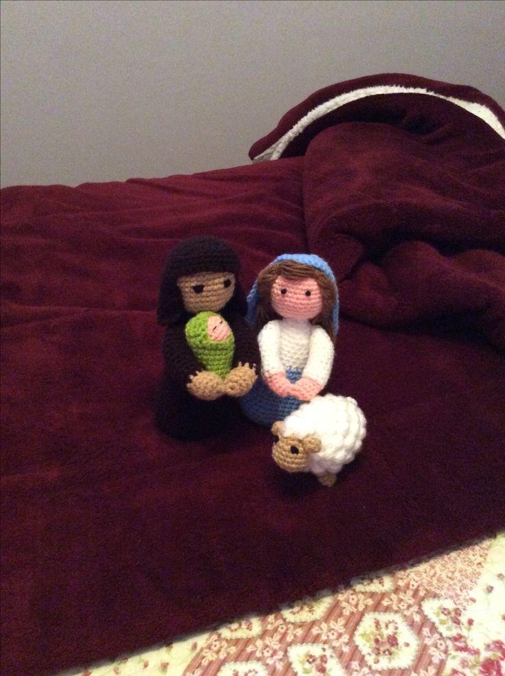 José, María, el niño Jesús y la ovejita.
