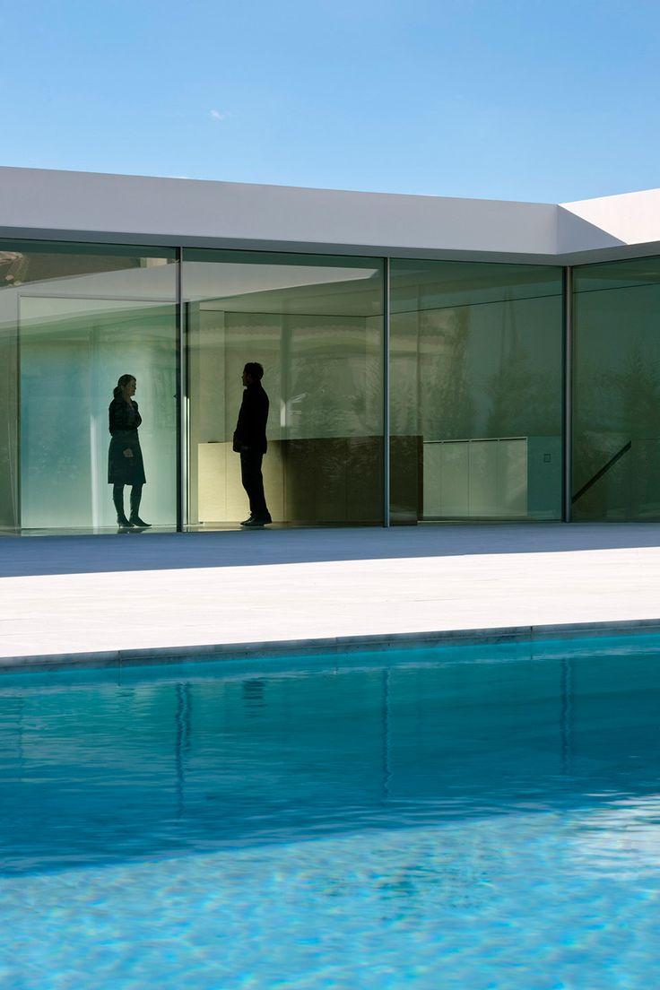 Atrio House. Casa Atrio. Architecture by Fran Silvestre Arquitectos.  #piscina #pool #Fransilvestrearquitectos #atriohouse #water #agua #marble #marmol #minimal #arquitectura #architecture