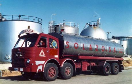 En ruta desde 1961 Fundada en 1961 en paralelo al desarrollo de la Industria Química, especializándose desde entonces en el transporte de productos líquidos en cisterna. Como muchas empresas de este sector es una empresa de base familiar y por ello con gran flexibilidad y adaptación a las necesidades del