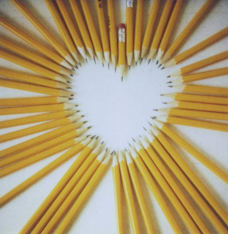 pencil love: Teachers Gift, Back To Schools, Schools Room, Schools Supplies, Heart Art, Schools Families, Heart Hartjes, Big Heart, Mustard Yellow