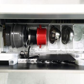 鍋やボウルなどは重ね置きすると、スペースをとるだけでなく取り出しづらいので、縦置きがおすすめです◎♪使うものだけを片手で取り出せるので、料理もスムーズです。