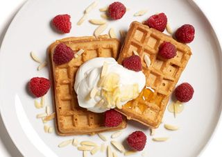 Waffle Sundae http://www.prevention.com/weight-loss/diets/low-calorie-breakfasts-from-400-calorie-fix/waffle-sundae
