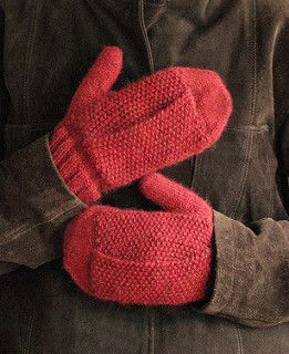 Keep your tissues close at hand with these Sniffle Mitts! These mittens have pockets which allow easy access to tissues, handkerchiefs, or (unused) dog poop bags.