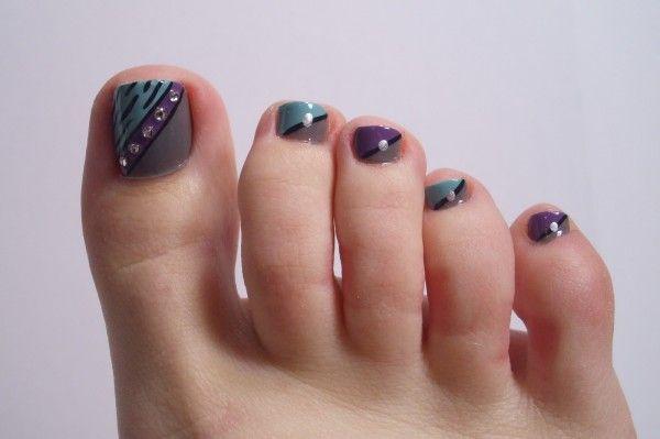 decoracion-de-uñas-de-pies-uñas-con-brillantes-tonos-neutros
