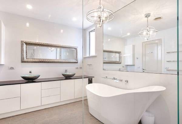 Современный дизайн ванной в белом цвете - фото 2016