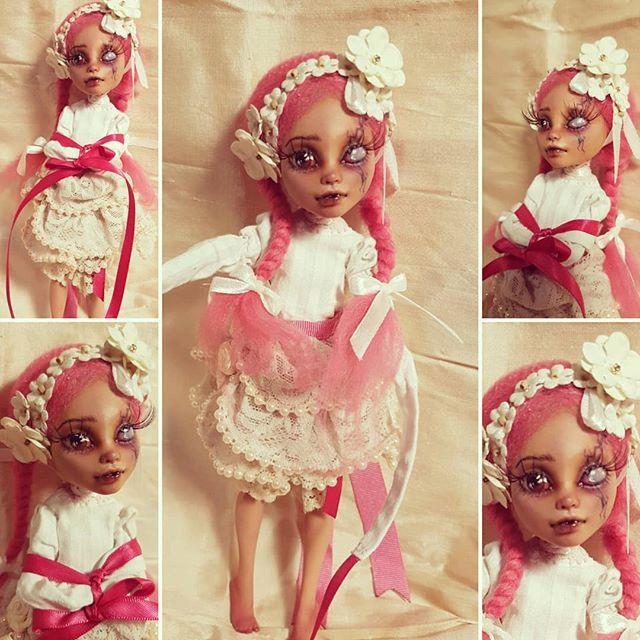 Alice is complete!  #aliceinwonderland #artdoll #ooak #ooakmonsterhigh #ooakdoll #dolls #faceup #character #mhdoll #monsterhigh #dollmods #lolitainspired #lolita #Alice #wonderland #asylum #doll #artdoll #comission