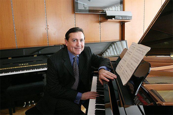 MISTRZ I UCZEŃ - KONCERT FORTEPIANOWY 24.11.2014 r. (poniedziałek) Godz. 19:00 Biuro Koncertowe UMFC ul. Okólnik 2  WSTĘP WOLNY  Koncert zagrają:  Konstanca Dyulgerova - fortepian (Bułgaria) Ludmil Angelov - fortepian (Bułgaria) Zapraszamy miłośników muzyki klasycznej :)  Źródło zdjęcia: http://raportzraju.blogspot.com/2011/11/ludmil-angelov-uhonorowany-prestizowym.html