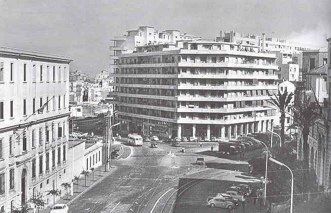 la Place Mermoz, côté de l'ancien quartier de la marine