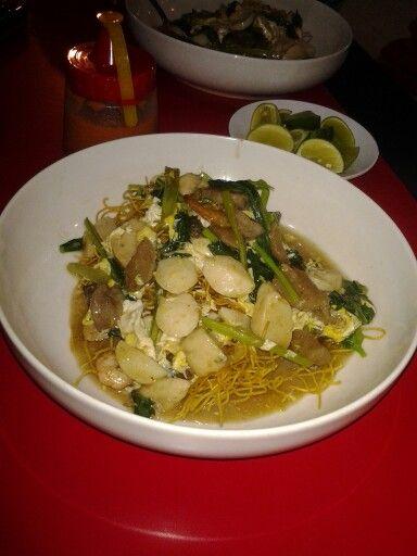 ( Mie Titi ) khas makanan MAKASSAR MANTAPPP...